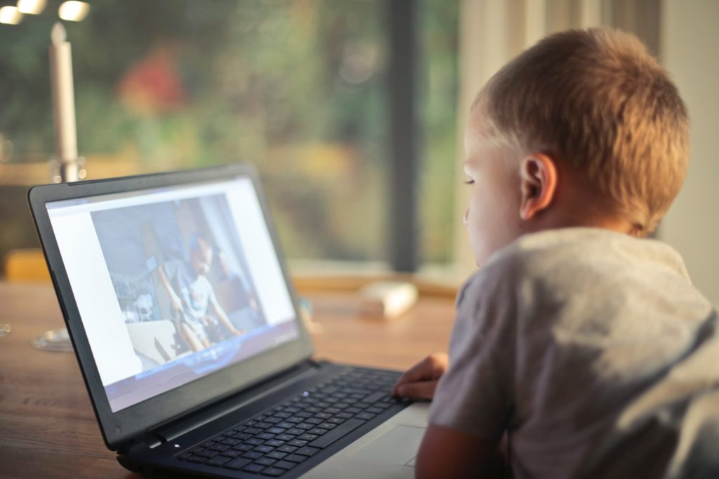 effects of screen time on kids development